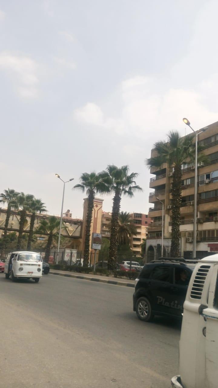 68950-أعمدة-الكهرباء-مضاءة-نهارا-بشارع-الهرم-(2)