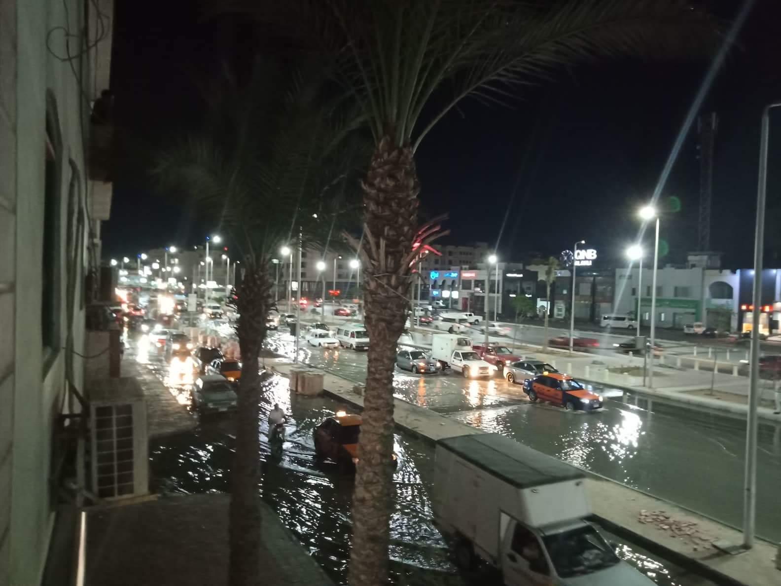 صور ..غرق أكبر شوارع الغردقة واهمها في مياة ا (3)