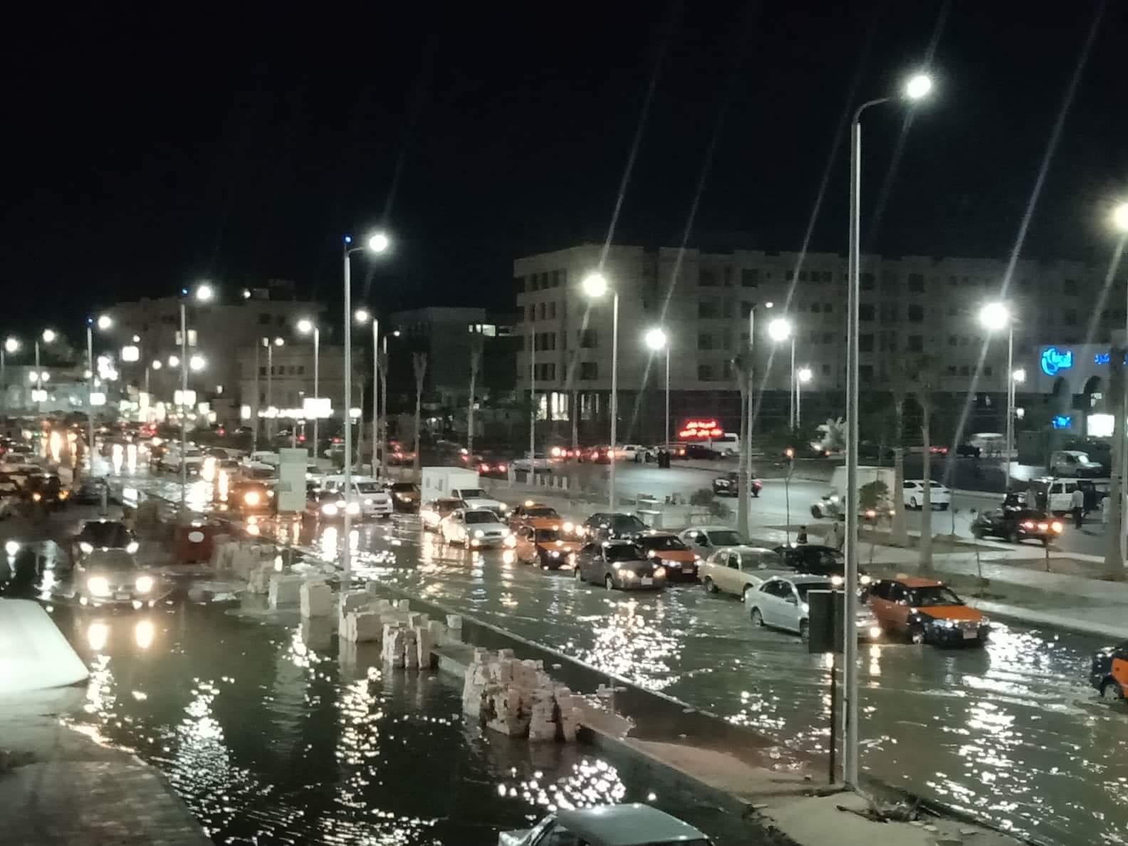 صور ..غرق أكبر شوارع الغردقة واهمها في مياة ا (2)