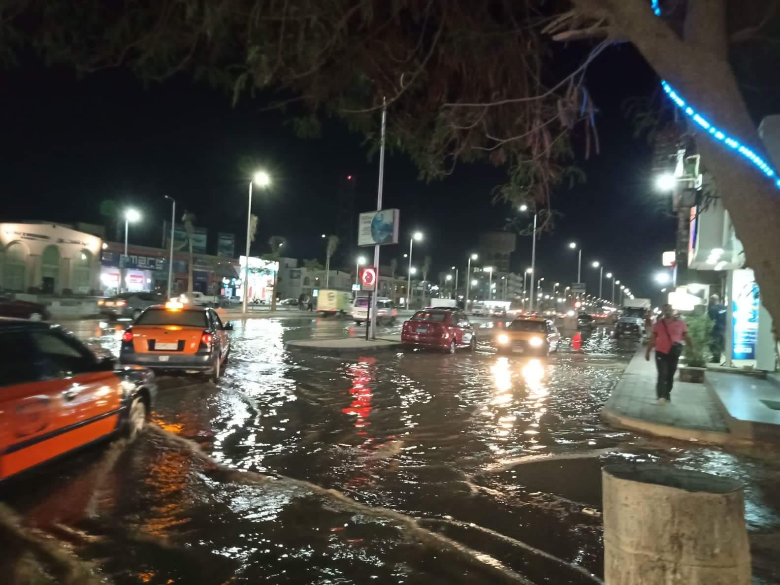 صور ..غرق أكبر شوارع الغردقة واهمها في مياة ا (4)