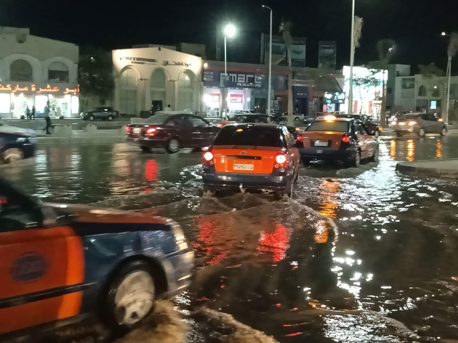 صور ..غرق أكبر شوارع الغردقة واهمها في مياة ا (5)