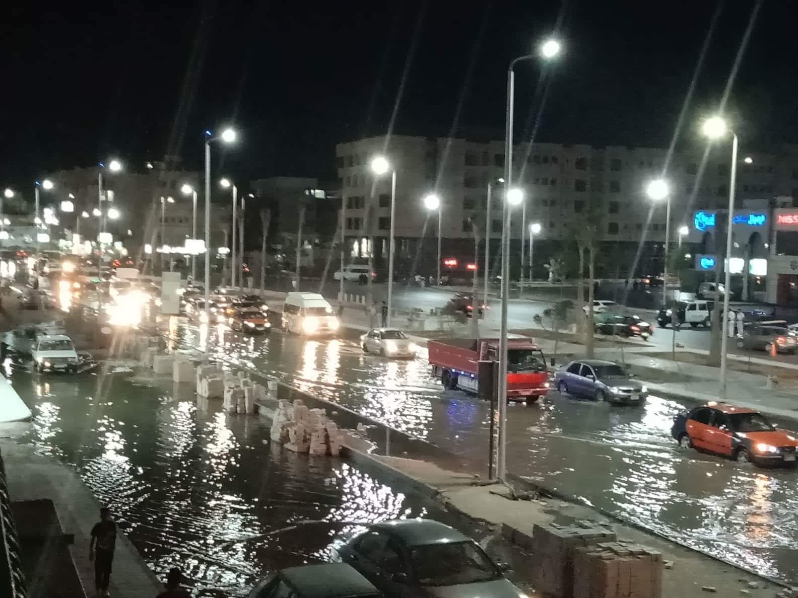 صور ..غرق أكبر شوارع الغردقة واهمها في مياة ا (6)