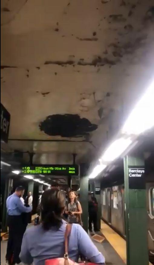 شقوق فى سقف محطة مترو بنيويورك