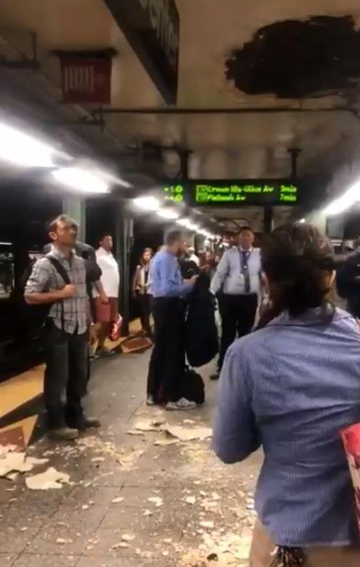 انهيار سقف محطمة مترو فى نيويورك