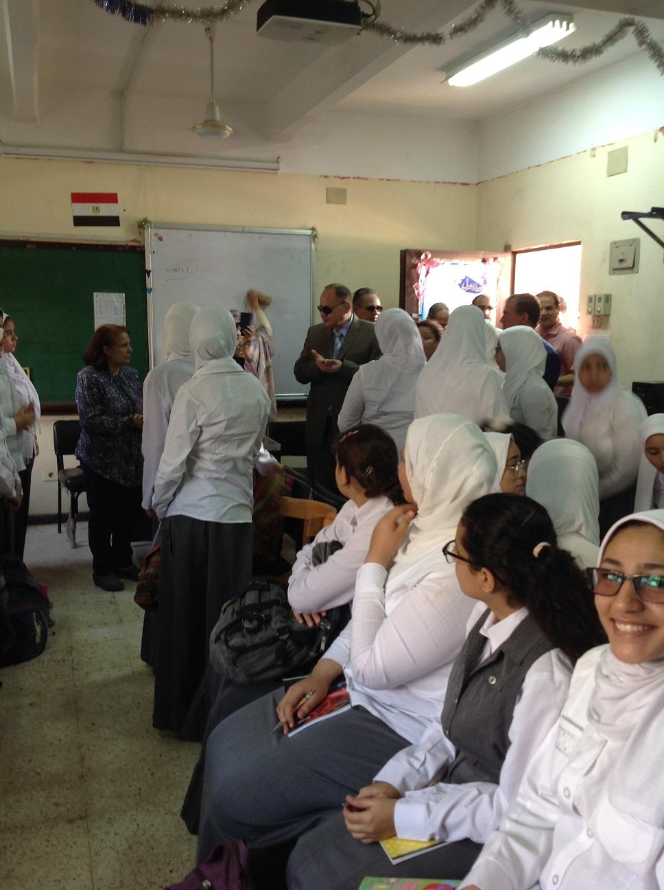 محافظ الفيوم والقيادات التعليمية يتفقدون المدارس (5)