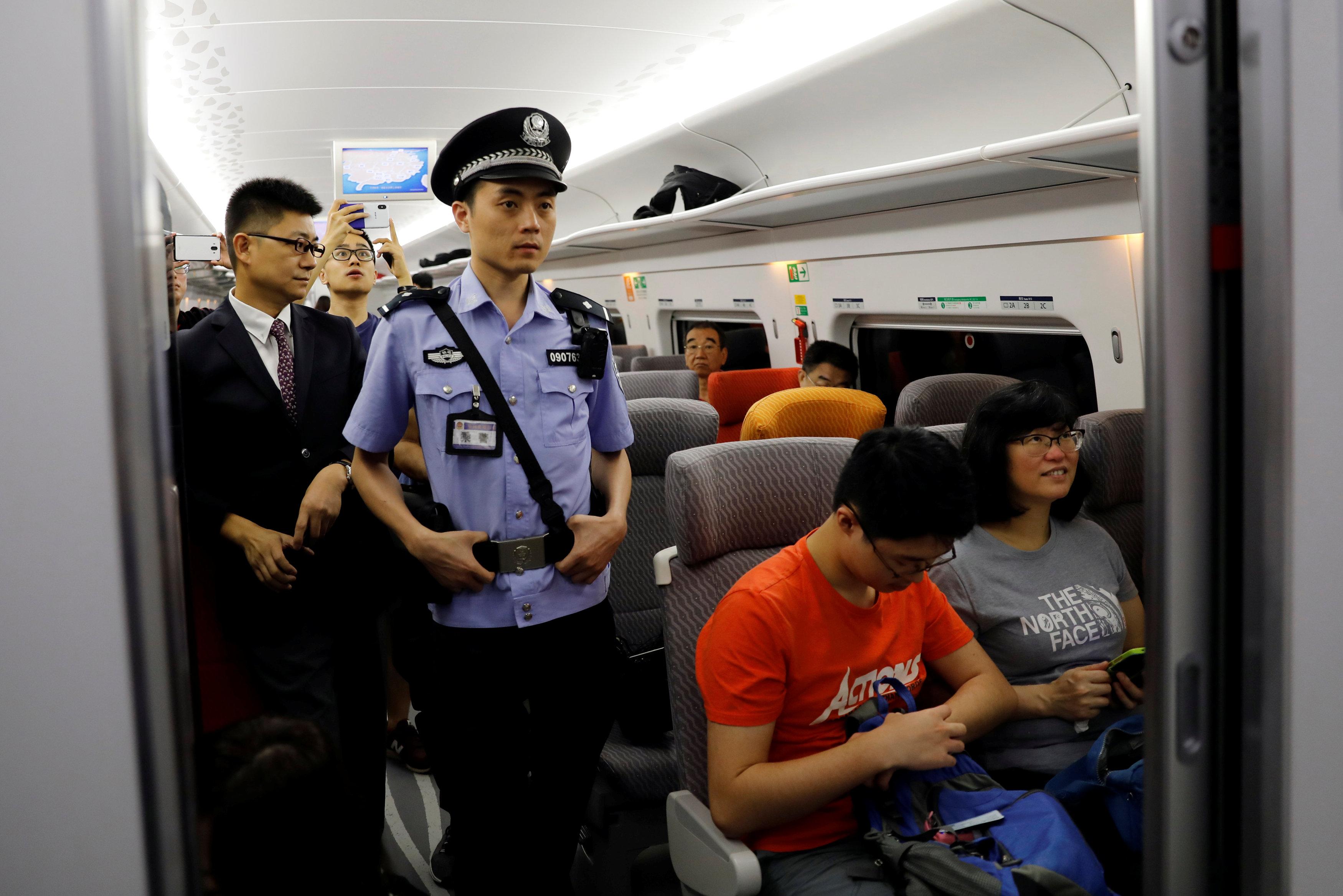 الصين تفتتح خط سكة حديد