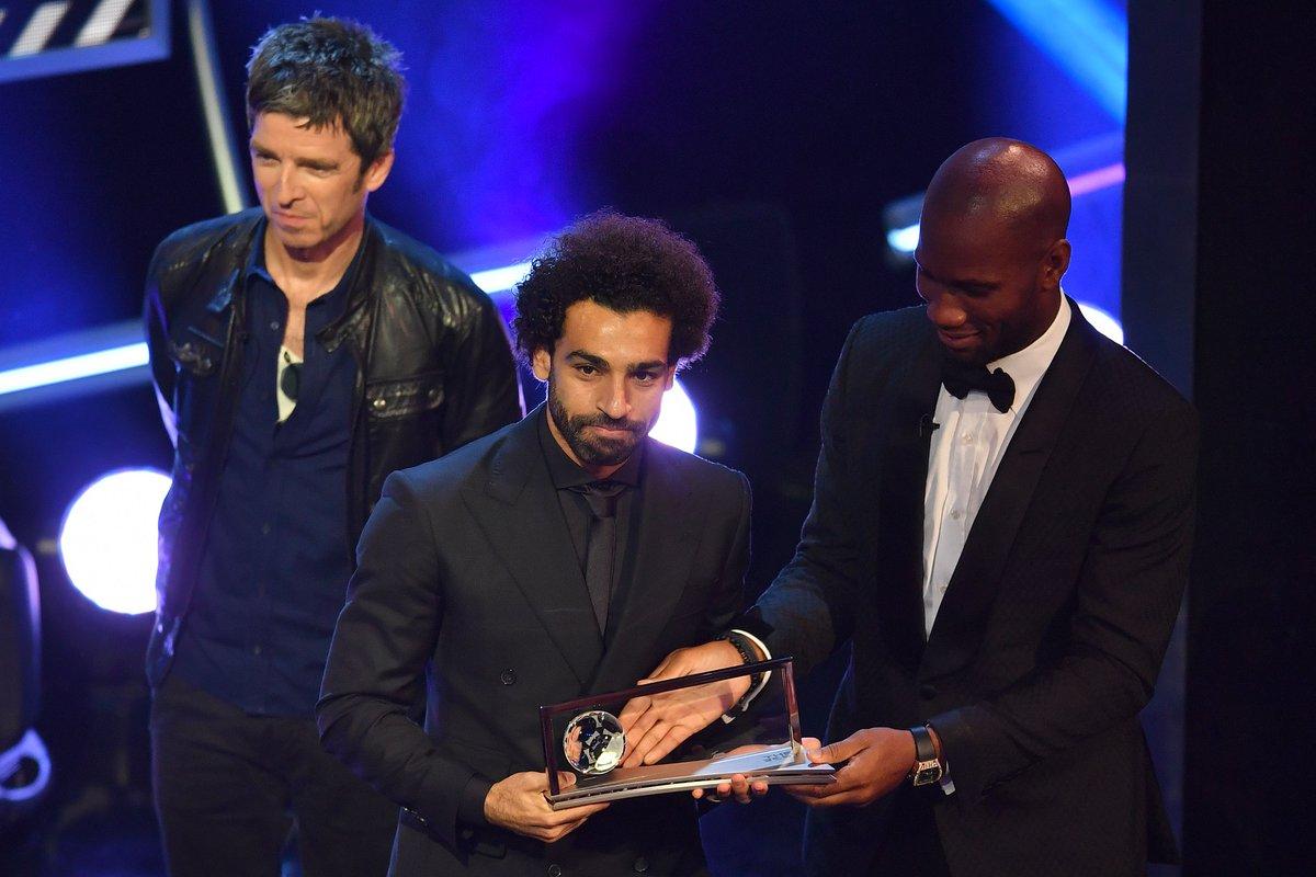 محمد صلاح يتسلم جائزة بوشكاش