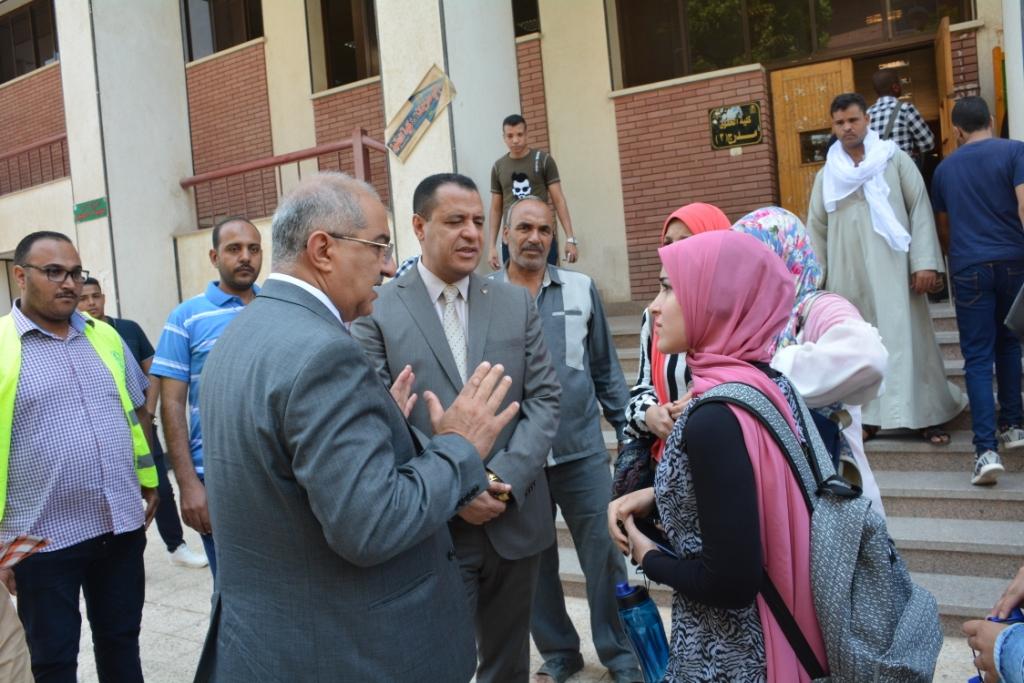 رئيس جامعة أسيوط (9)