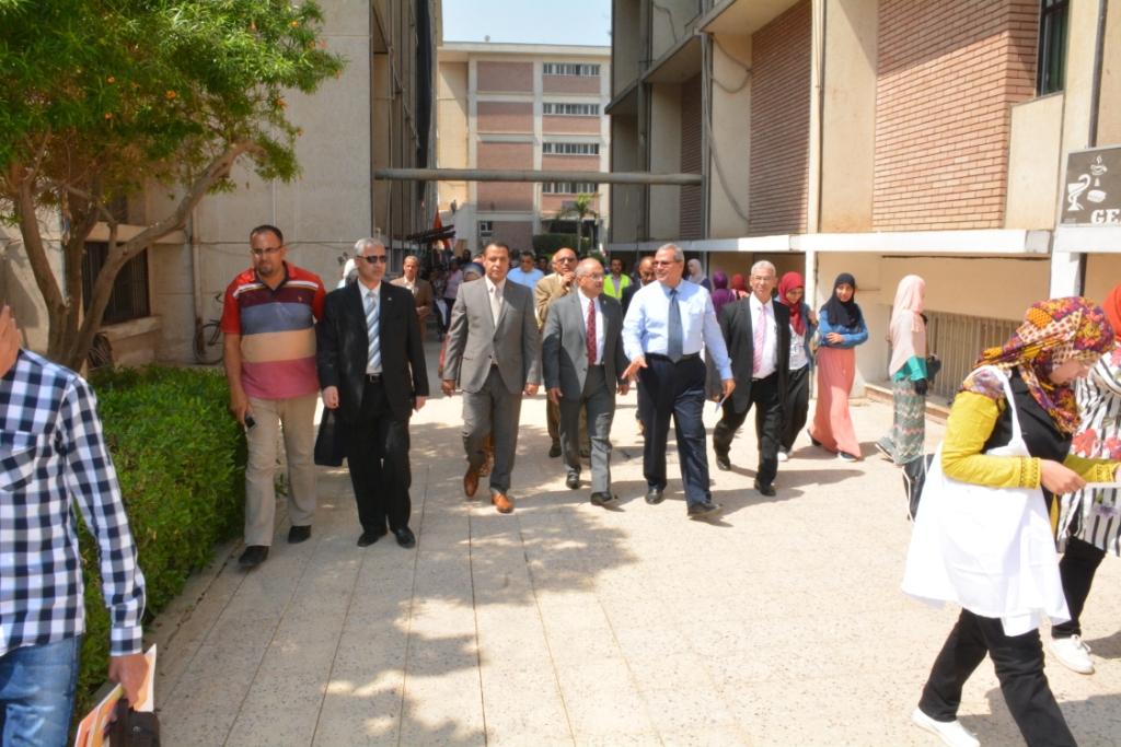 رئيس جامعة أسيوط (1)