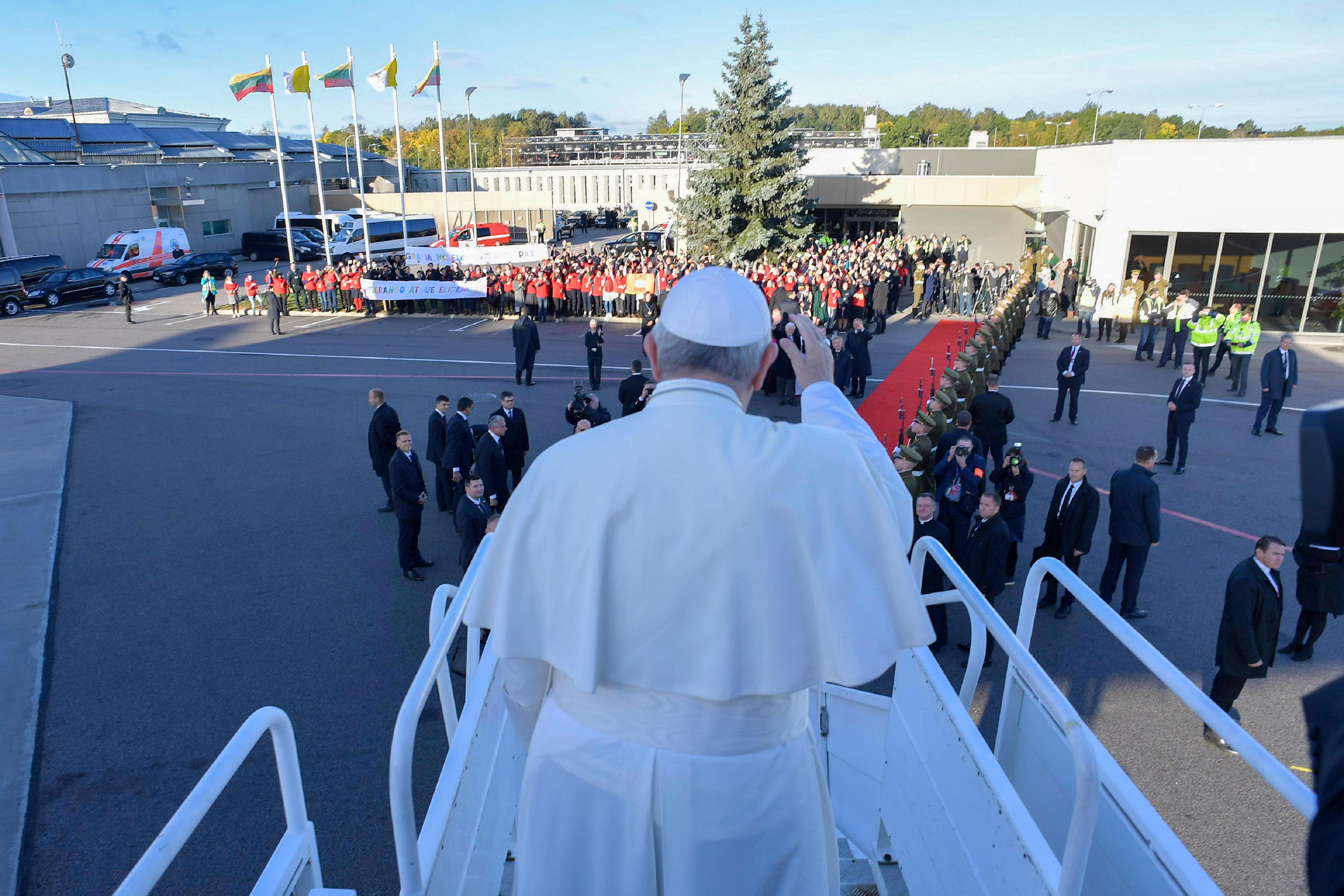 وصول البابا فرنسيس لاستونيا