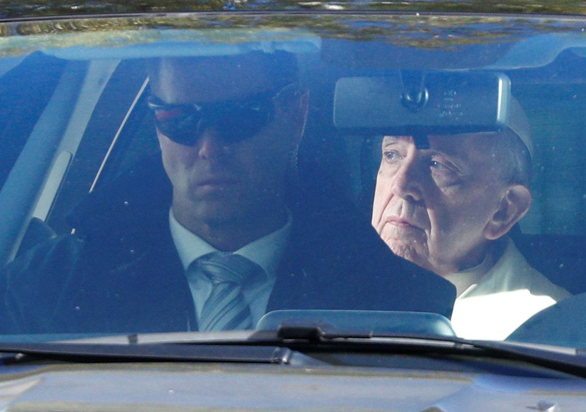 بابا الفاتيكان فى سيارته