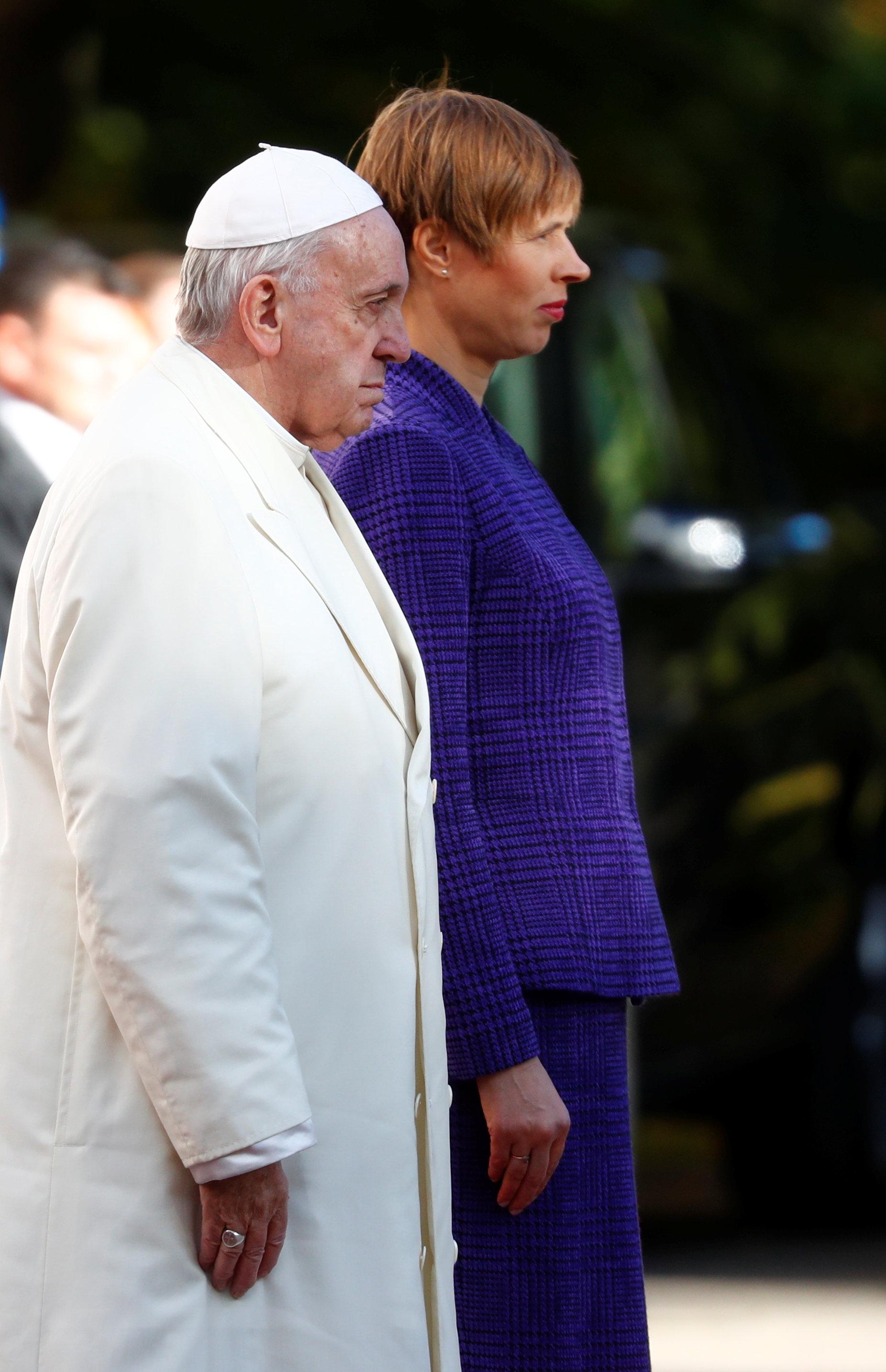 كيرستي كالجولد تستقبل البابا فرنسيس فى القصر الرئاسى فى تالين