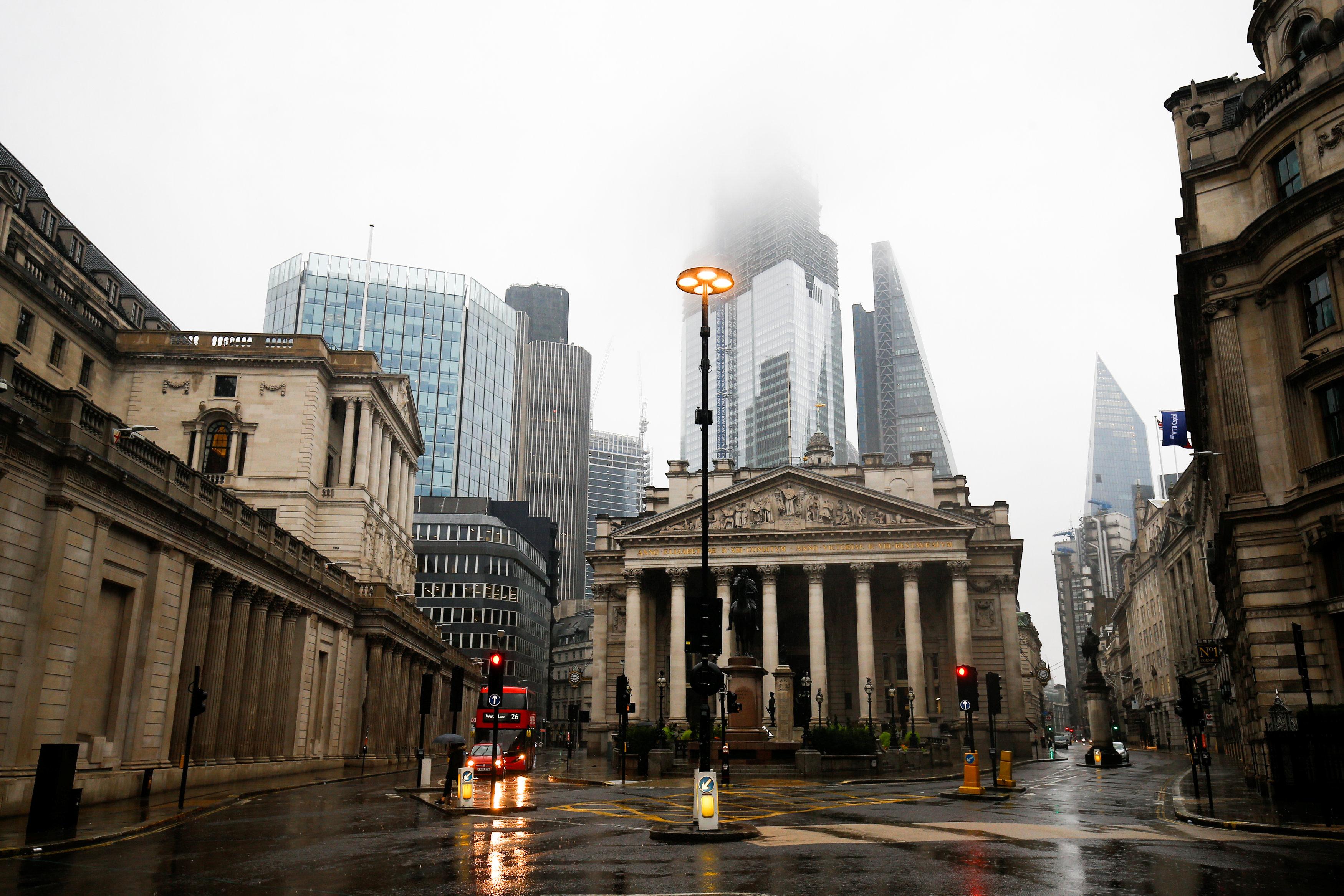 يوم ممطر بالحى المالى فى العاصمة البريطانية