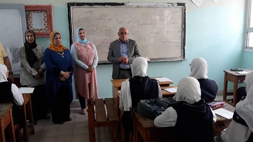محافظ بورسعيد يتفقد مدارس حى الزهور (1)