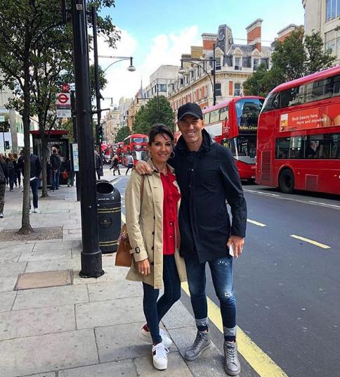زيدان مع زوجته في لندن