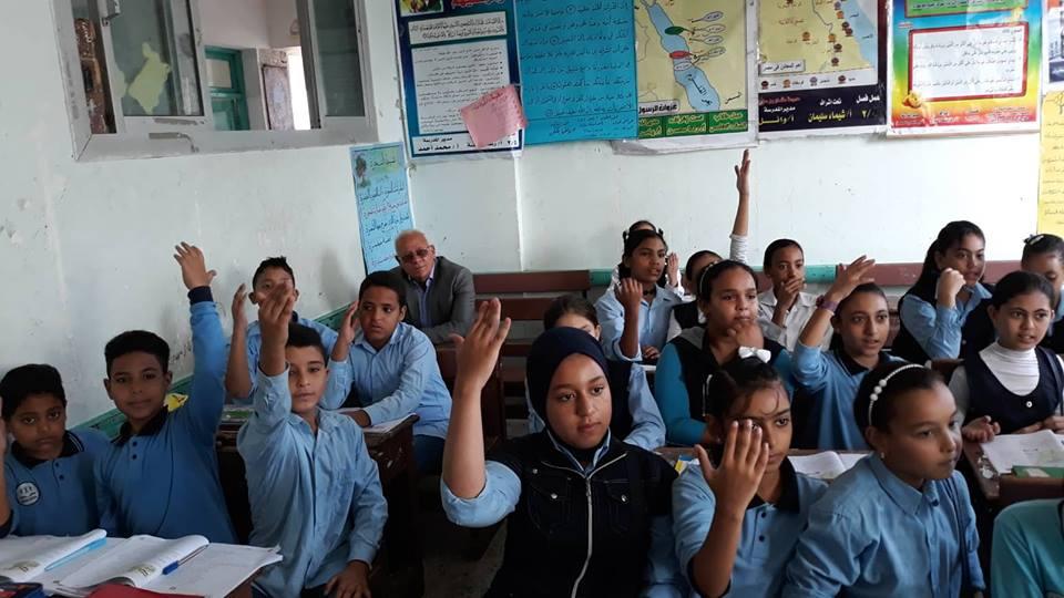 محافظ بورسعيد يتفقد مدارس حى الزهور (7)