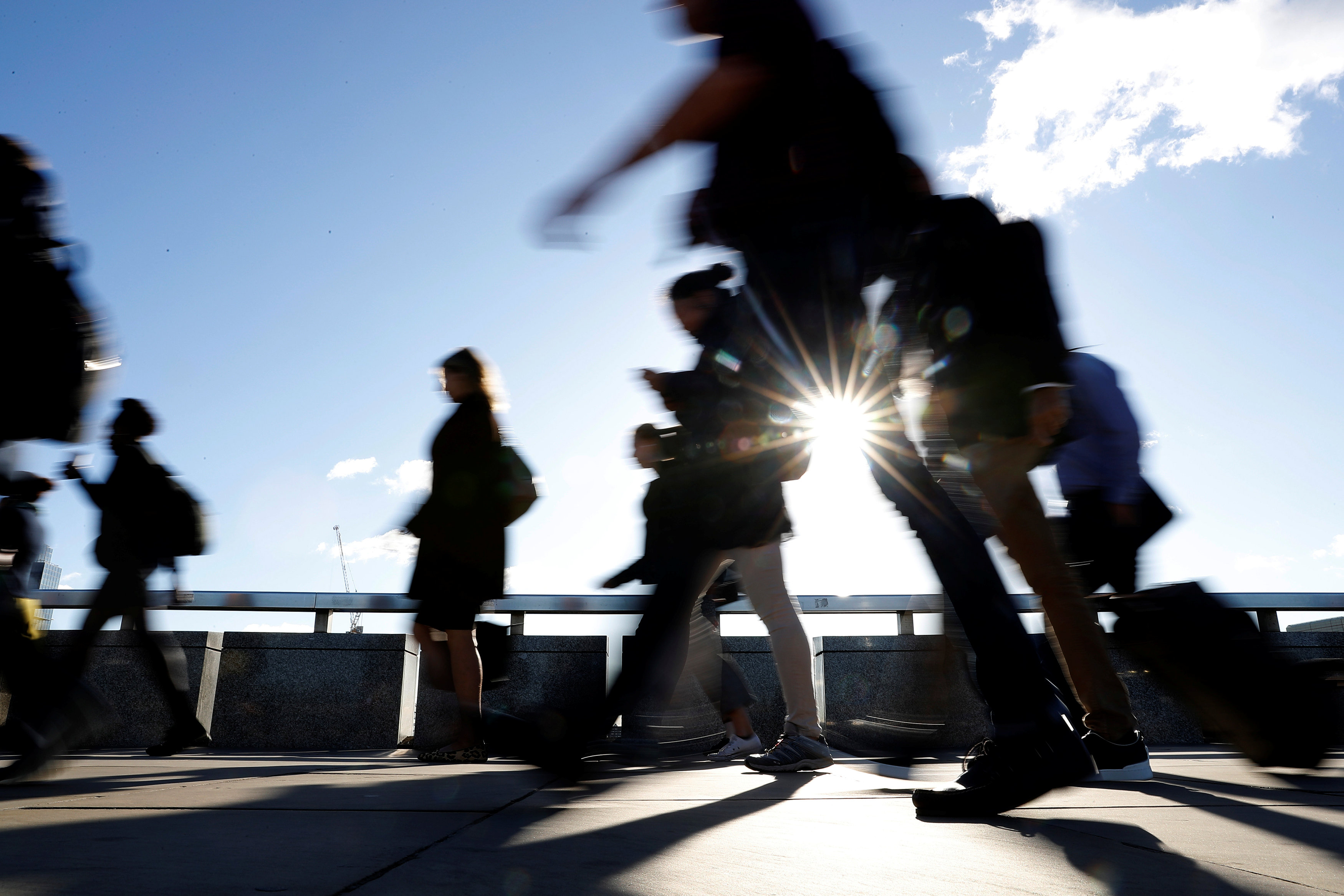 موظفون على جسر لندن