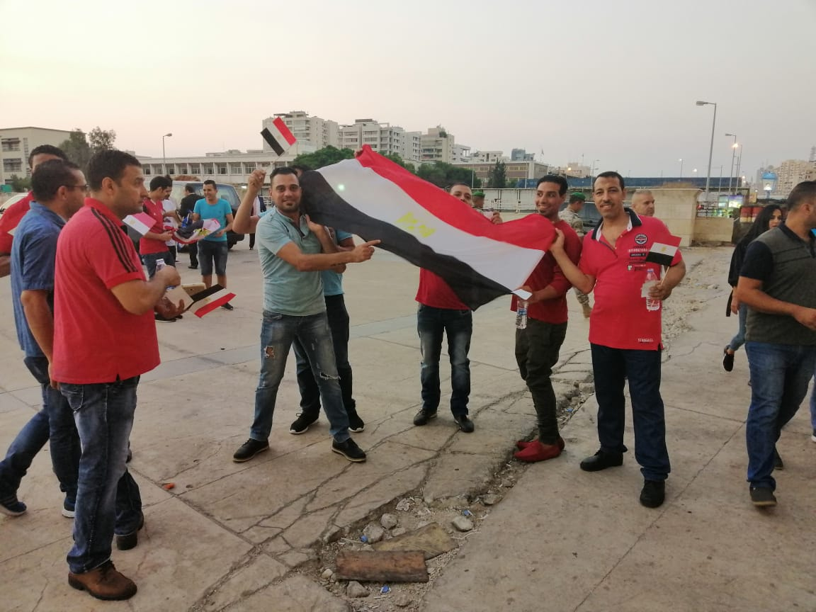 علم مصر مع الجماهير فى لبنان
