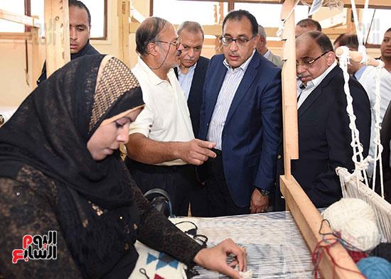 صور رئيس الوزراء يشيد بمشروع المجمع الصناعى للمرأة (5)