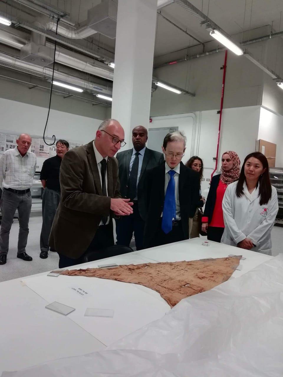 سفير اليابانى الجديد خلال زيارته للمتحف الكبير (1)