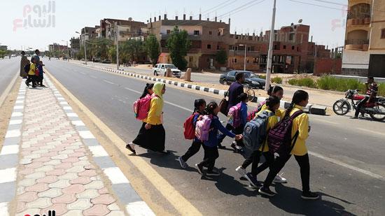 قبل وقوع الكارثة.. طريق سريع ومصرف مكشوف يهددان حياة تلاميذ مدرسة بالداخلة صور (2)