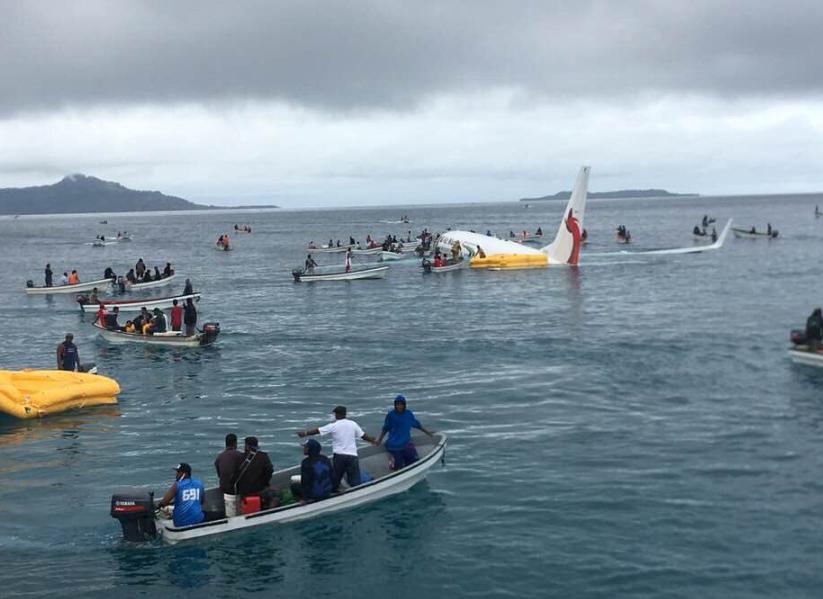 نجاة ركاب طائرة أمريكية بعد سقوطها فى المحيط
