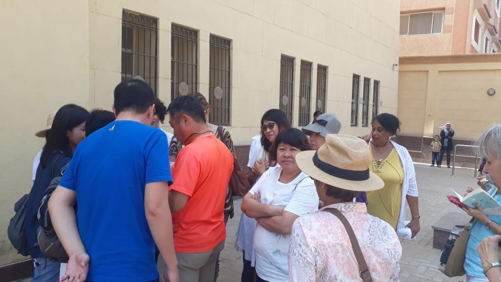 سائحين من  الصين واندونيسيا فى متحف ملوى (7)