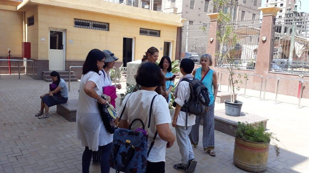 سائحين من  الصين واندونيسيا فى متحف ملوى (4)