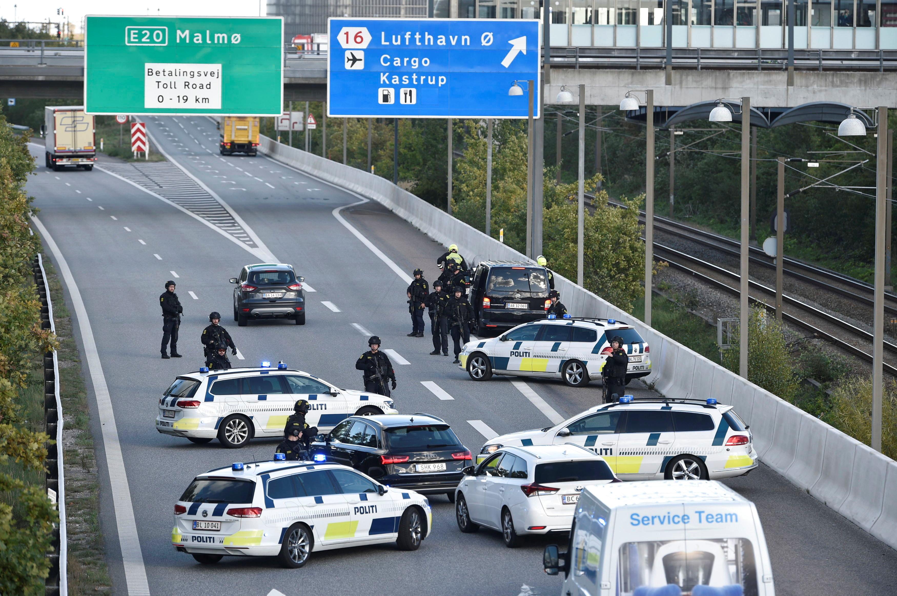 الدنماركية تغلق جسرين رئيسيين