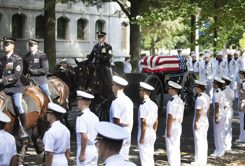 استقبال جثمان ماكين فى الأكاديمية البحرية
