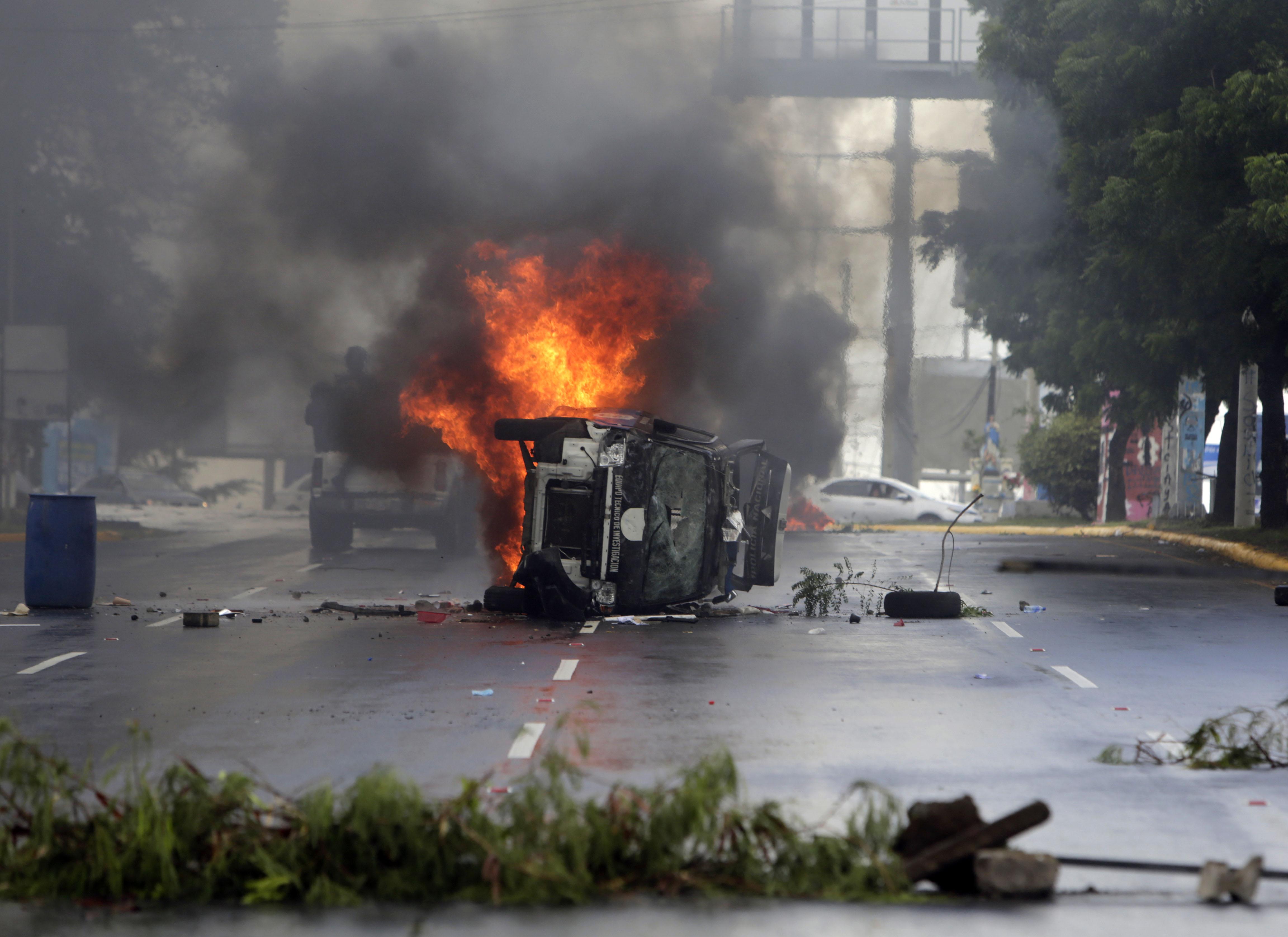 النيران تلتهم سيارة فى نيكاراجوا