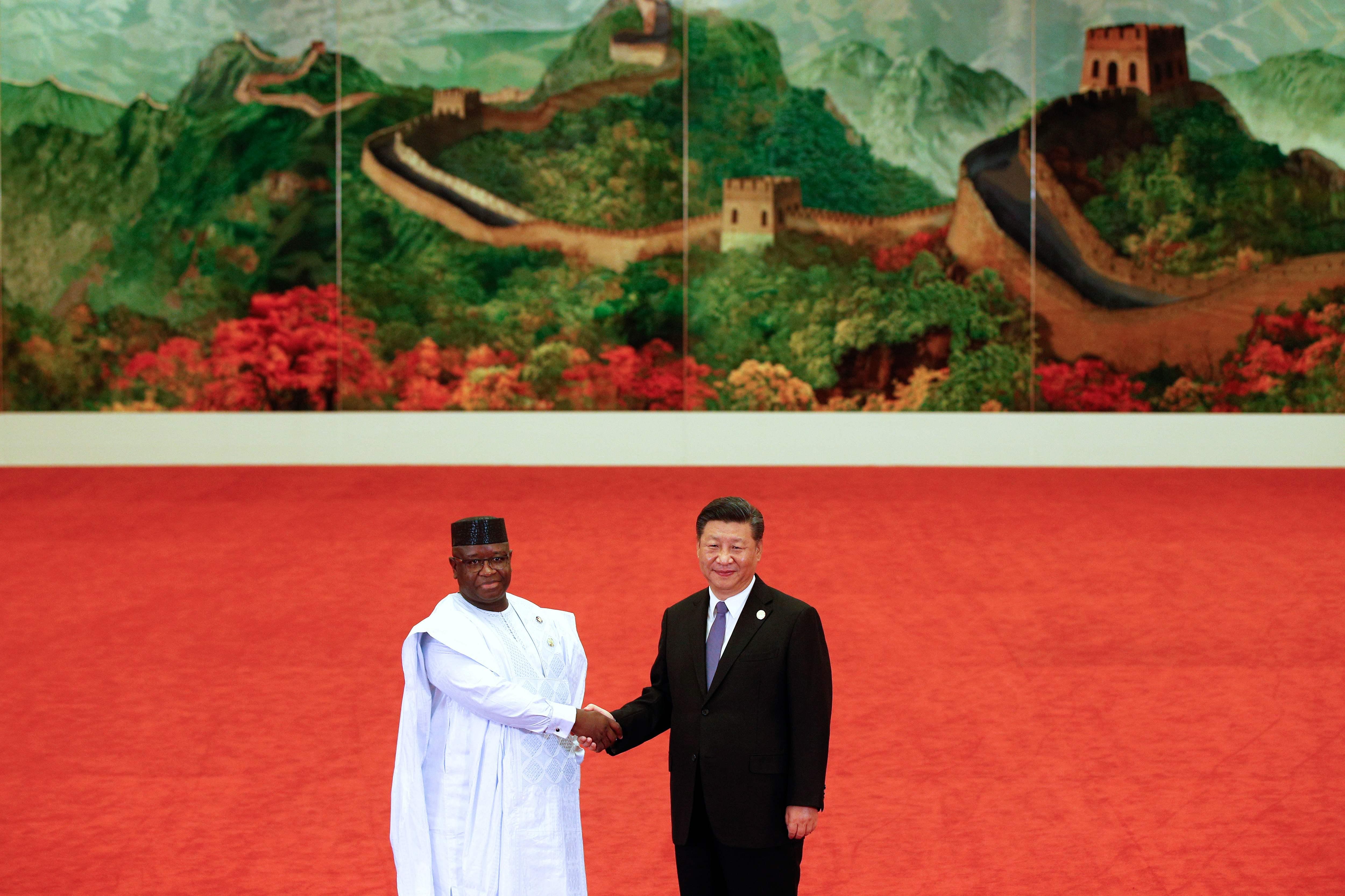رئيس سيراليون جوليوس ماادا بيو ورئيس الصين