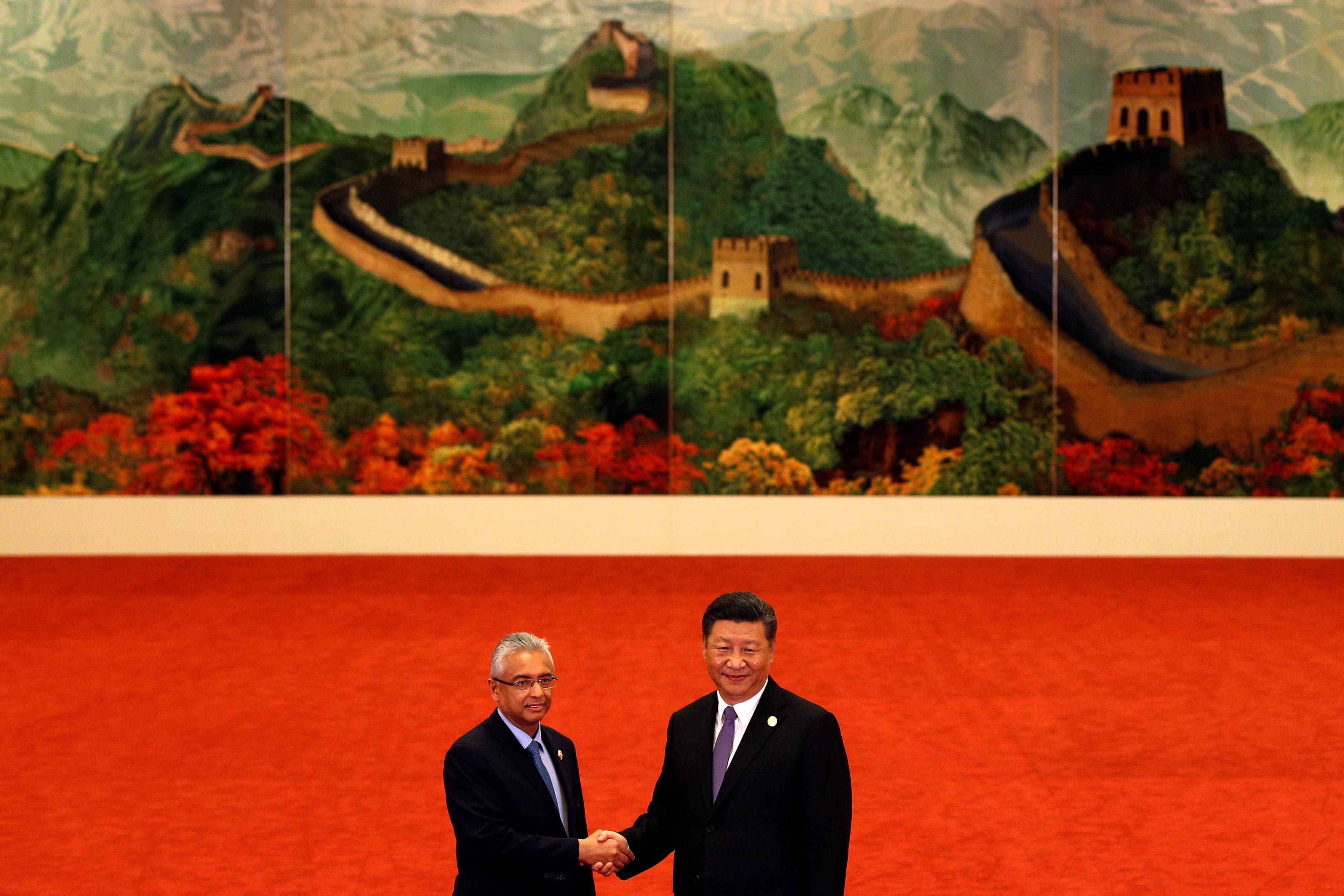 رئيس وزراء موريشيوس برافيند كومار مع رئيس الصين
