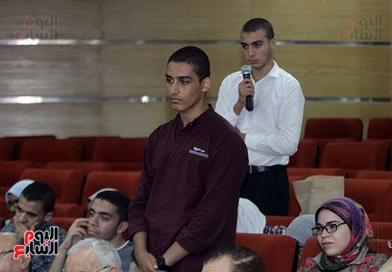 صور أوائل الثانوية العامة يزورون مصنع عربيات الجيب (9)