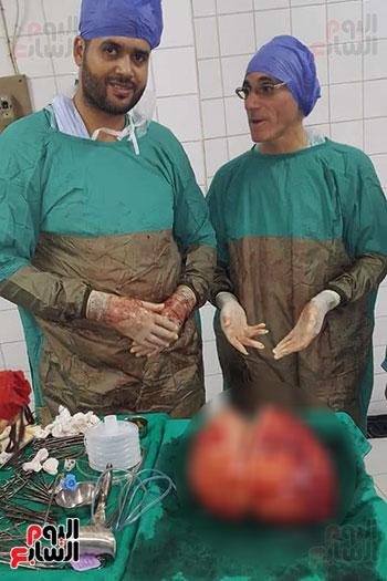 فريق طبى بالشرقية ينجح فى استئصال ورم (3)