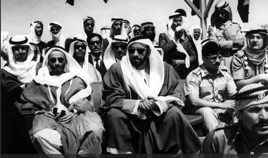 الشيخ زايد يشارك فى احتفال عسكرى