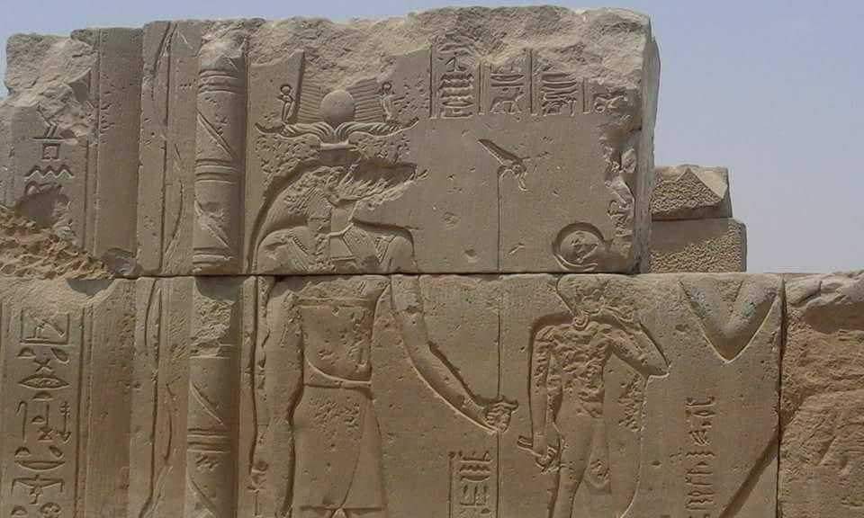 الكتل الأثرية بعد تركيبها