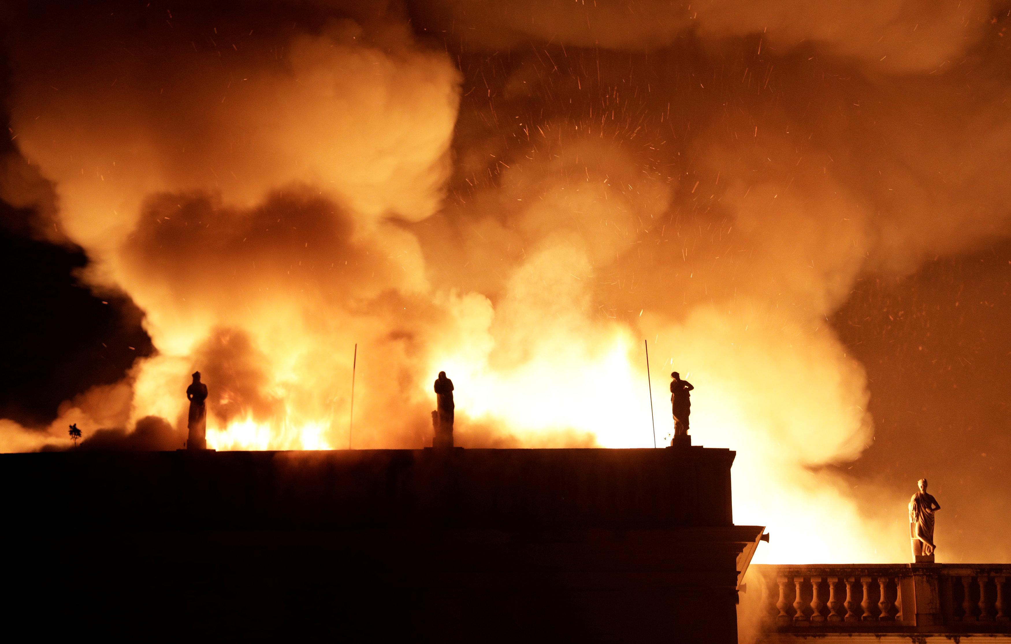 حريق هائل فى المتحف الوطنى بريو دى جانيرو