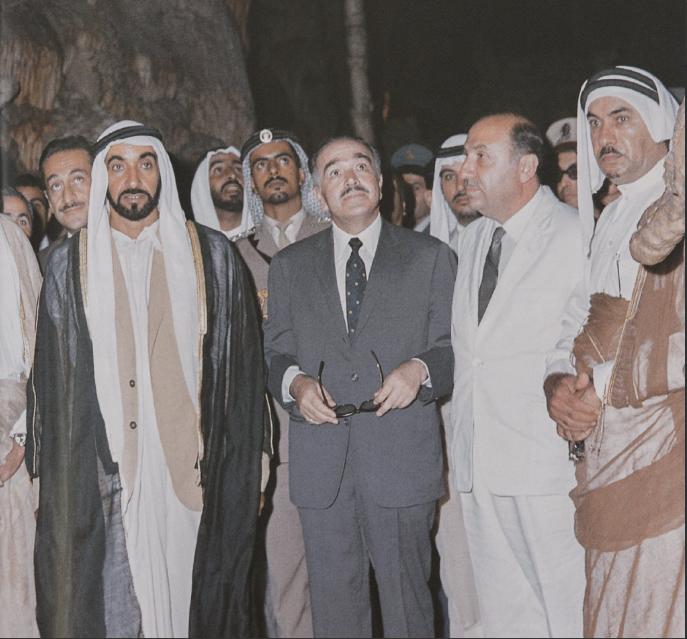 الشيخ زايد يتفقد مغارة سياحية فى لبنان