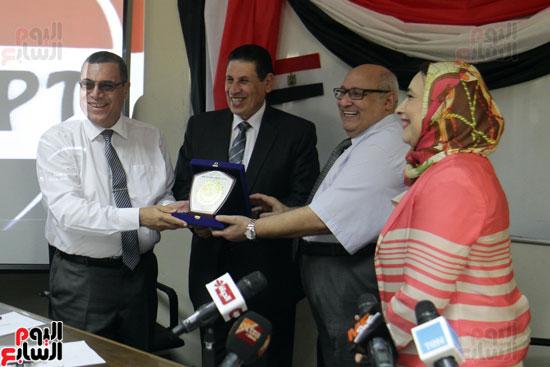 افتتاح احد الاقسام بمركز ذوى الاحتياجات الخاصة بجامعة عين شمس  (13)