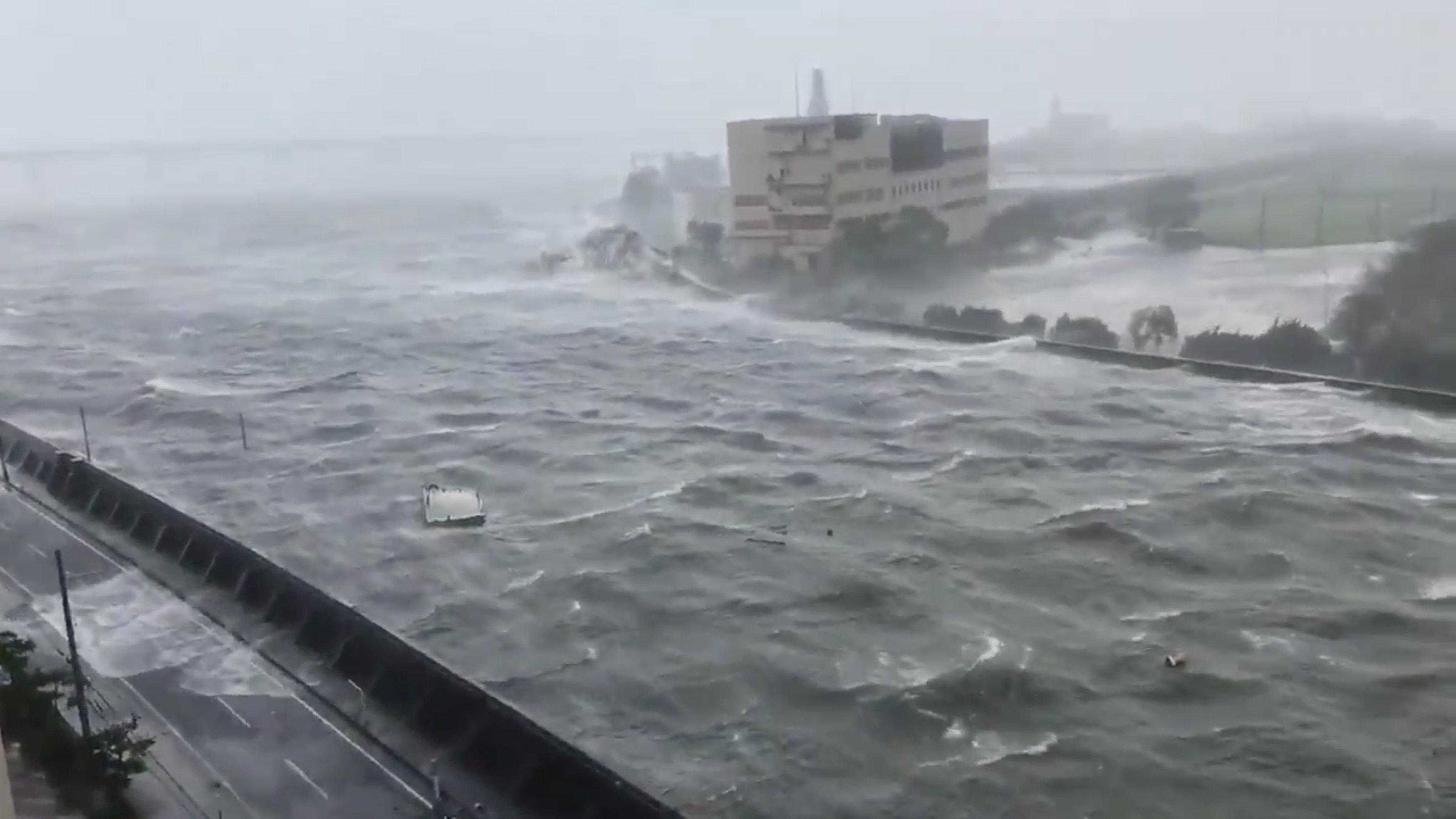 الإعصار سيضرب أصغر جزيرة رئيسية باليابان
