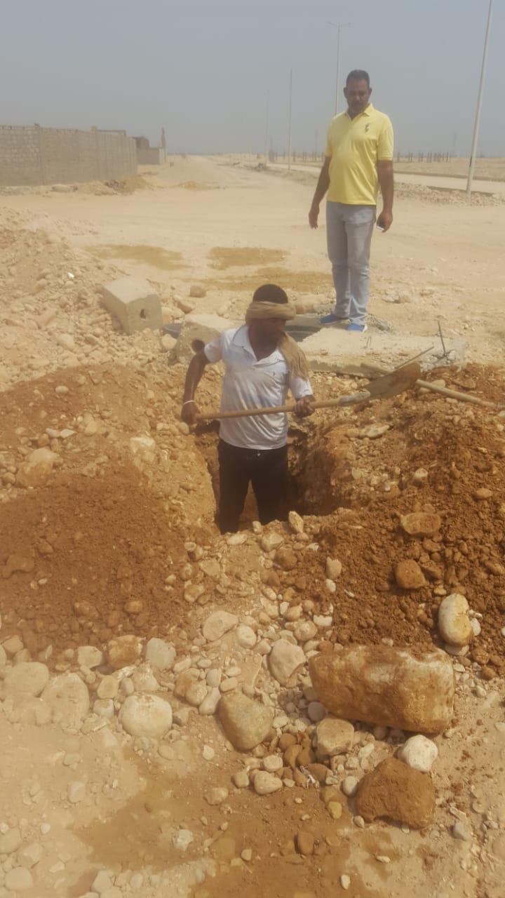 أصحاب المصانع بمدينة البغدادى يشكرون المحافظ لتدخله بأزمة مواسير المياة