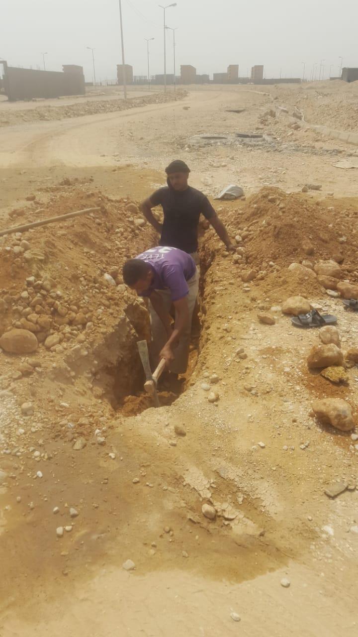 العمال ينتشرون لحل أزمة المياه بمنطقة البغدادى