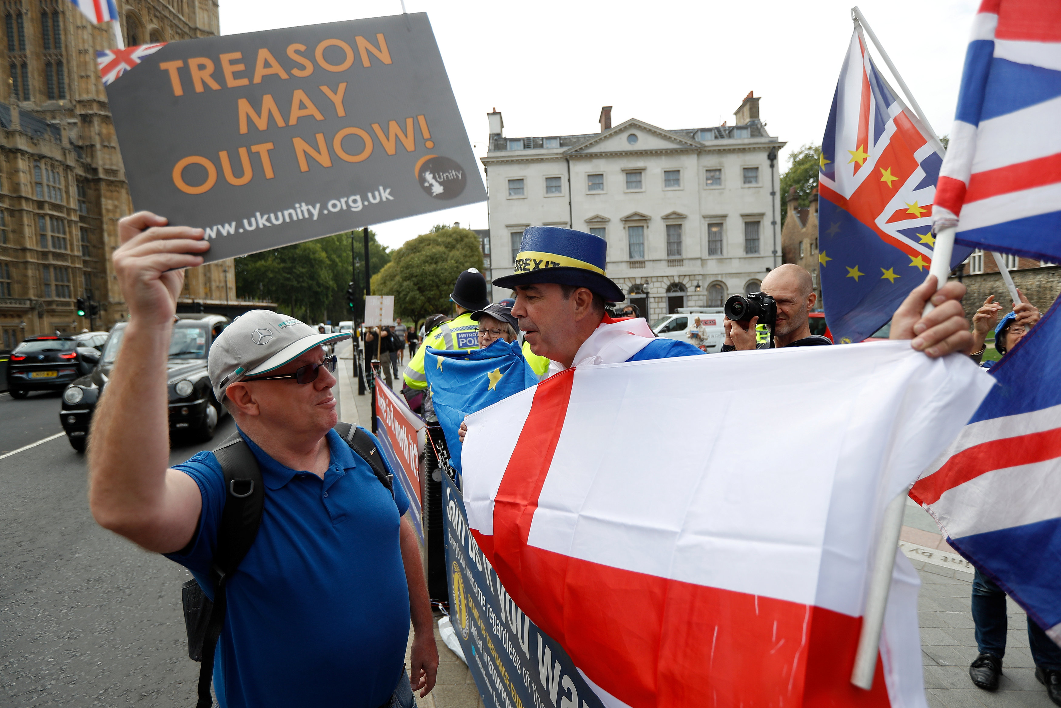مظاهرات بريطانية تزامنا مع خطاب ماى