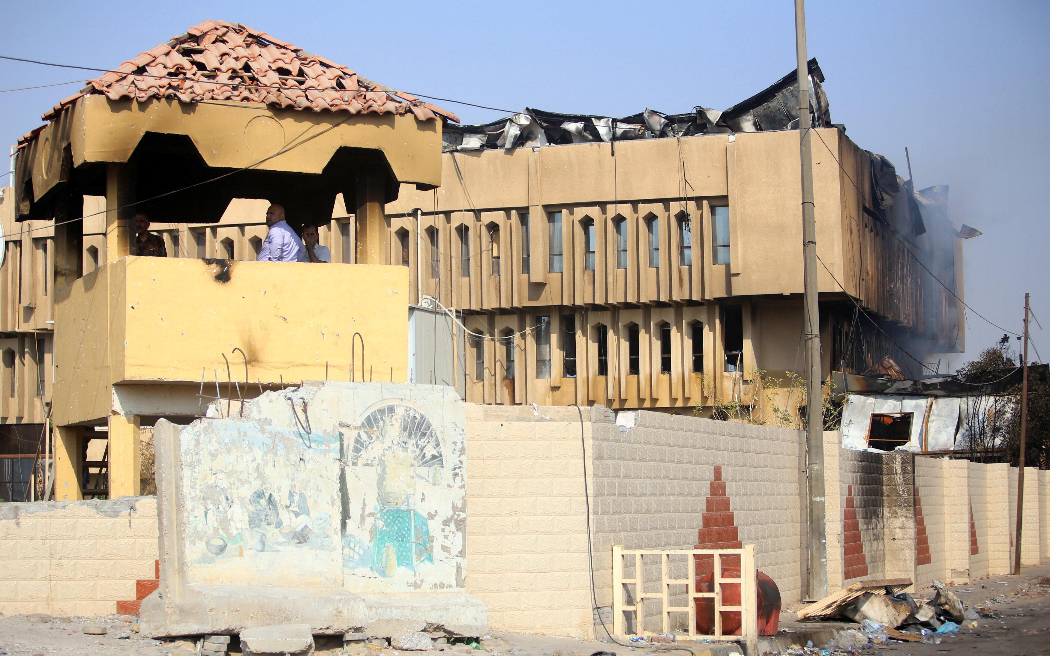 المبانى والمصالح الحكومية معطلة بالبصرة بسبب التظاهرات