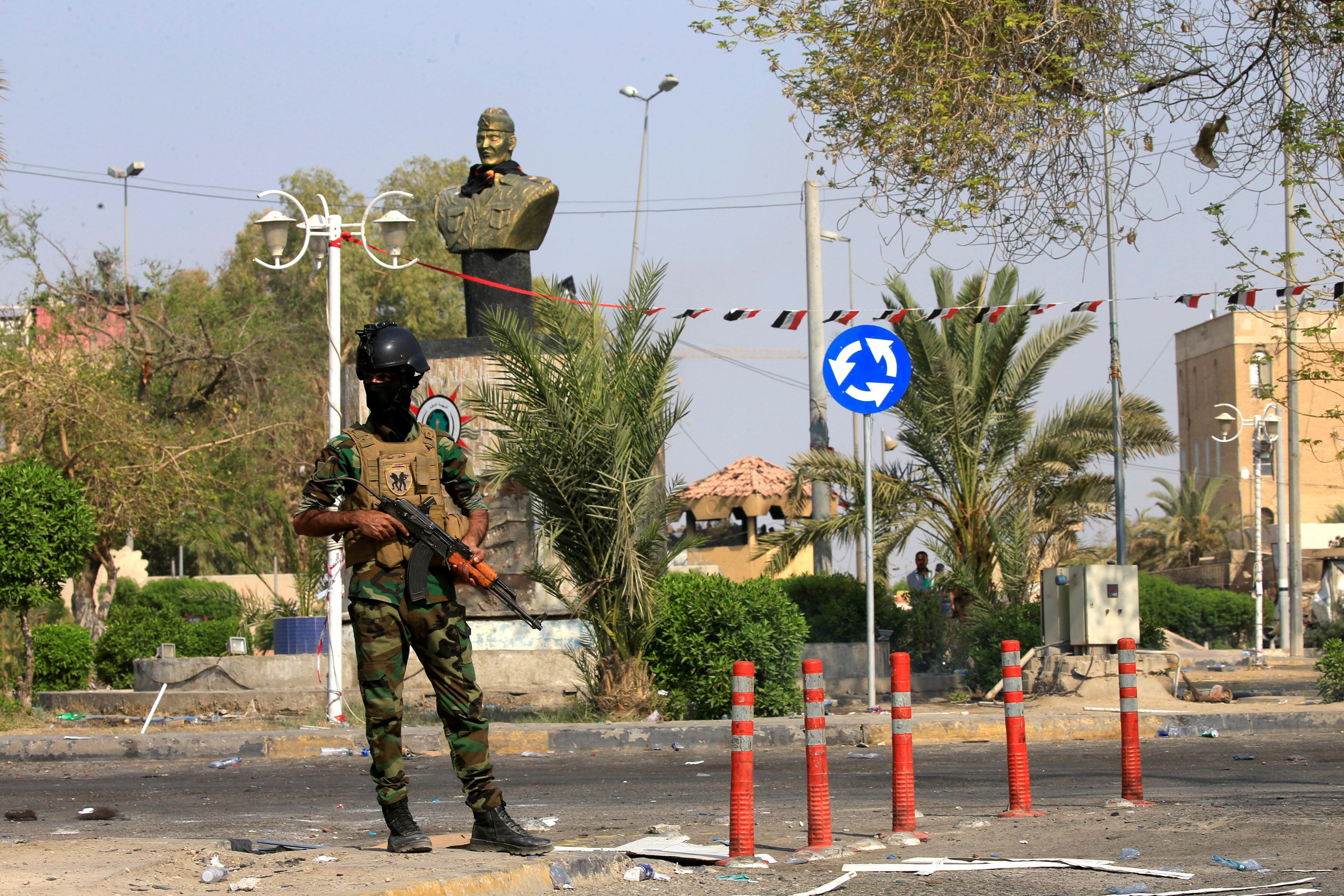 الامن العراقى أثناء فرضهم حظر التجوال بالبصرة
