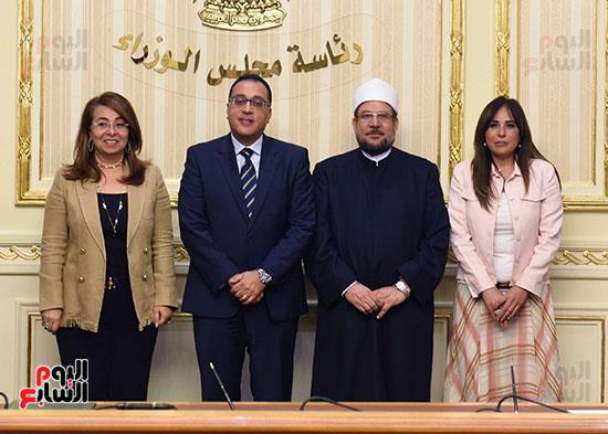 توقيع اتفاقية تعاون لتوفير سكن كريم للأسر الأولى للرعاية بين وزارات الأوقاف والتضامن والإسكان (3)
