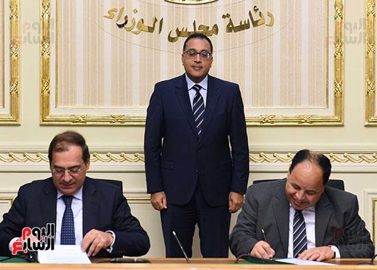 توقيع اتفاقية تعاون لتوفير سكن كريم للأسر الأولى للرعاية بين وزارات الأوقاف والتضامن والإسكان (4)