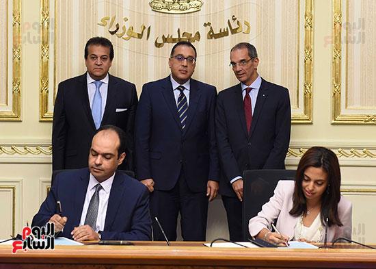 توقيع اتفاقية تعاون لتوفير سكن كريم للأسر الأولى للرعاية بين وزارات الأوقاف والتضامن والإسكان (7)
