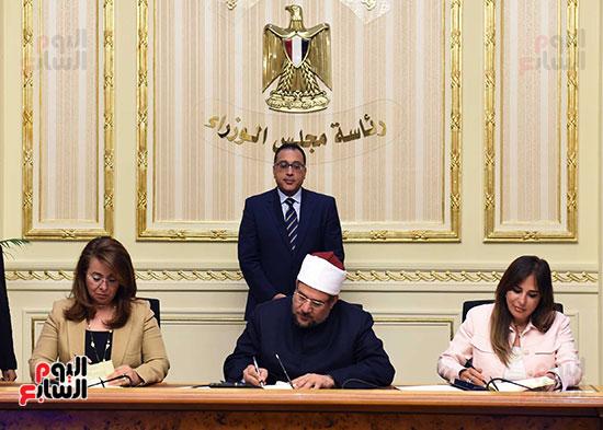 توقيع اتفاقية تعاون لتوفير سكن كريم للأسر الأولى للرعاية بين وزارات الأوقاف والتضامن والإسكان (1)